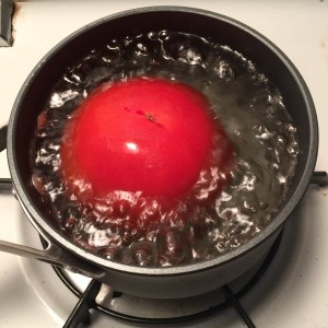 blanch a tomato in boiling water