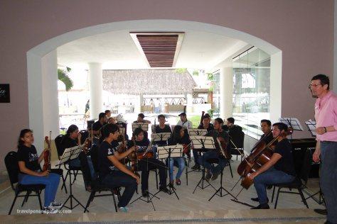 La Orquesta Escuela de Puerto Vallarta with Villa Premiere GM Allesandro Stifani